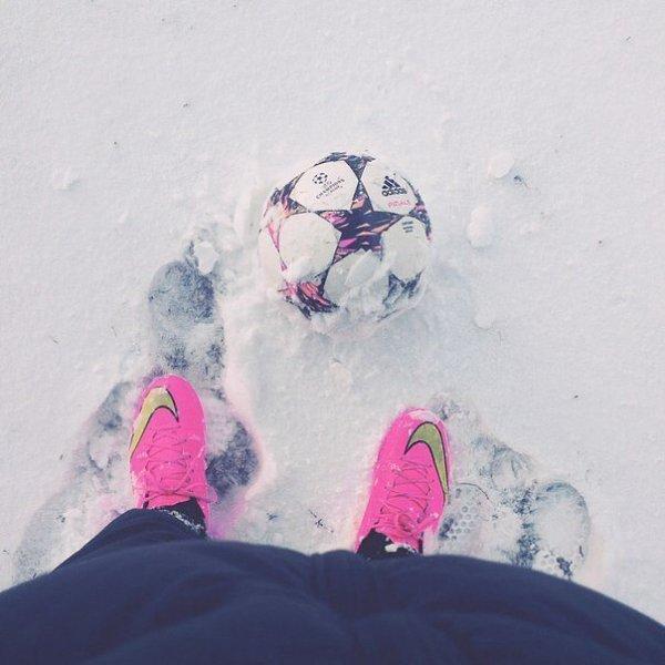 картинка футбол в моде при любой погоде такой вспоминают актрису