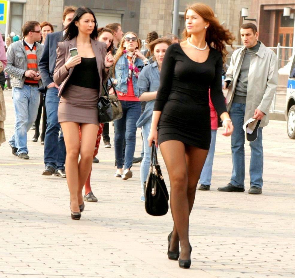 дней копаю девушки в юбках и без русская