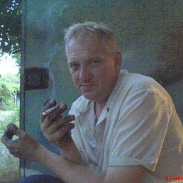 Олег, 49 лет, Марганец